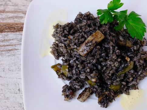 Cullera de Boix ofereix cada dia un plat de paella, per exemple els dilluns hi ha arròs negre