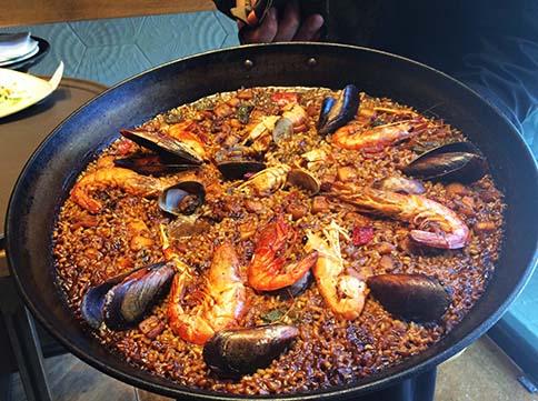 El restaurant Cullera de Boix ofereix una varietat de paelles de qualitat a Barcelona