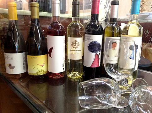 Una selecció dels vins que es poden degustar amb un arròs a Cullera de Boix.