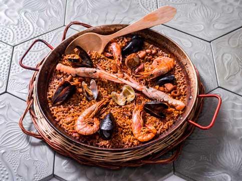 La paella de marisc del restaurant Cullera de Boix ubicat al centre e Barcelona.