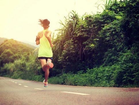 Esportista corrent per la carretera. Foto: Thinkstock