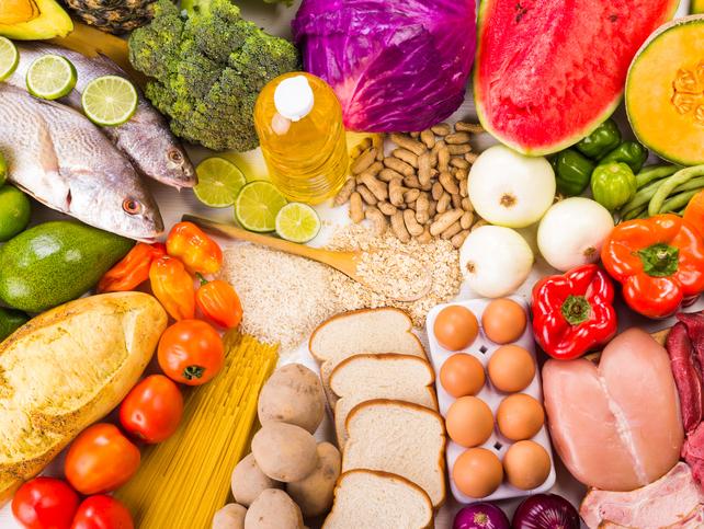 Todos los grupos de alimentos son necesarios en una dieta equilibrada y variada. Foto: Thinkstock